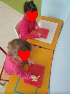 Pédagogie des espaces - ardoises magnétiques table à peindre et table ardoise